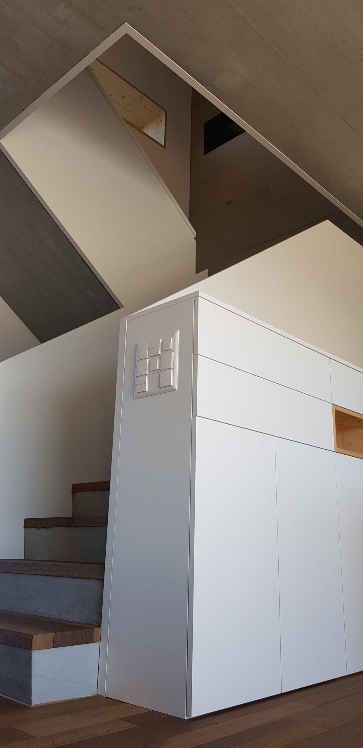 Wooddesign_Treppen_Teppengeländer weiss_Holztreppen_Treppenverkleidung_modern Eiche (13)-min