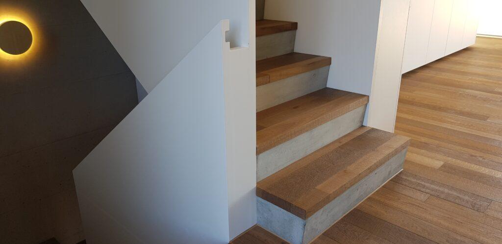 Wooddesign_Treppen_Teppengeländer weiss_Holztreppen_Treppenverkleidung_modern Eiche (7)-min