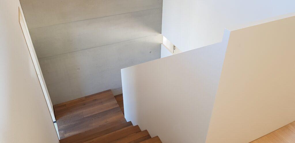 Wooddesign_Treppen_Teppengeländer weiss_Holztreppen_Treppenverkleidung_modern Eiche (9)-min