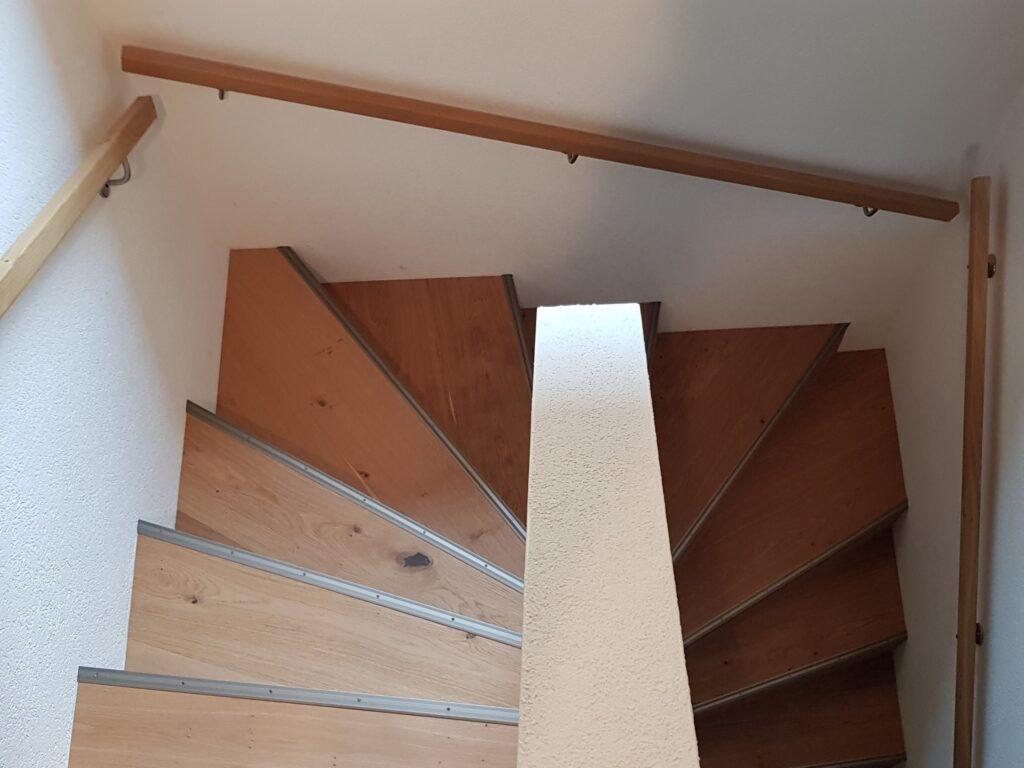 Wooddesign_Treppen_Teppengeländer_Holztreppen_Treppenverkleidung_Handlauf_Parkettverkleidung_Treppenprofil (1)-min