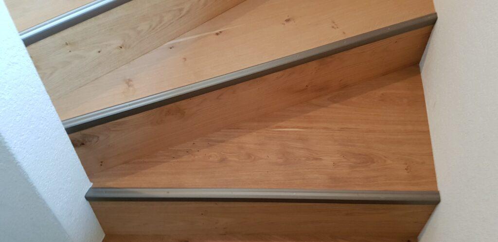 Wooddesign_Treppen_Teppengeländer_Holztreppen_Treppenverkleidung_Handlauf_Parkettverkleidung_Treppenprofil (3)-min
