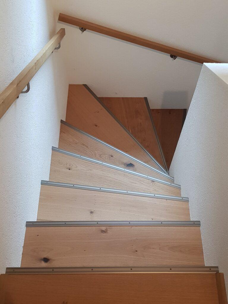 Wooddesign_Treppen_Teppengeländer_Holztreppen_Treppenverkleidung_Handlauf_Parkettverkleidung_Treppenprofil (6)-min