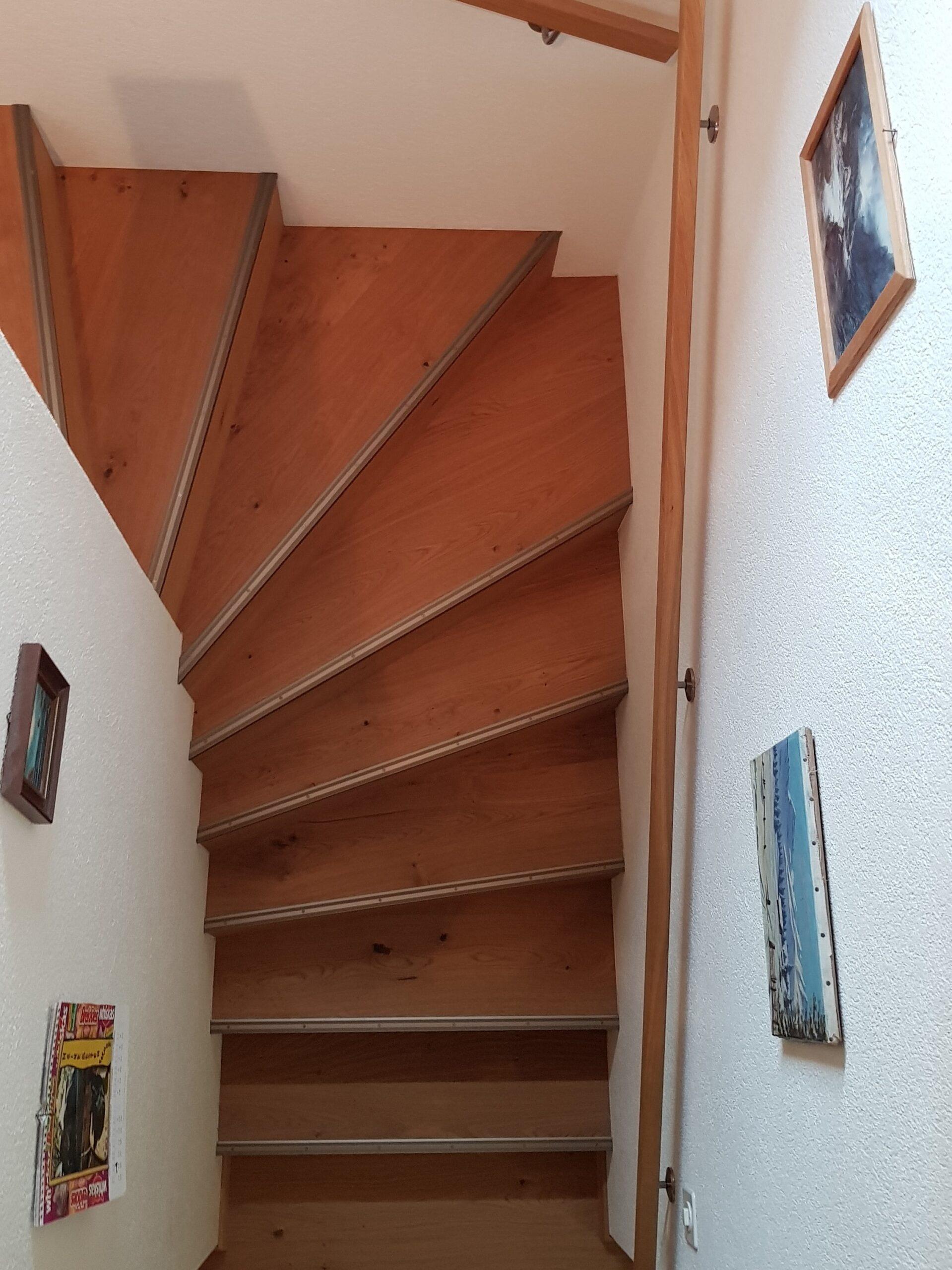 Wooddesign_Treppen_Teppengeländer_Holztreppen_Treppenverkleidung_Handlauf_Parkettverkleidung_Treppenprofil (7)-min