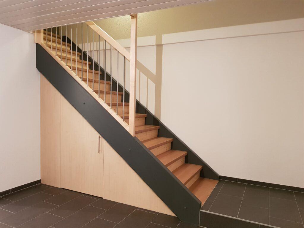 Wooddesign_Treppen_Teppengeländer_Holztreppen_Treppenverkleidung_Reduit-min