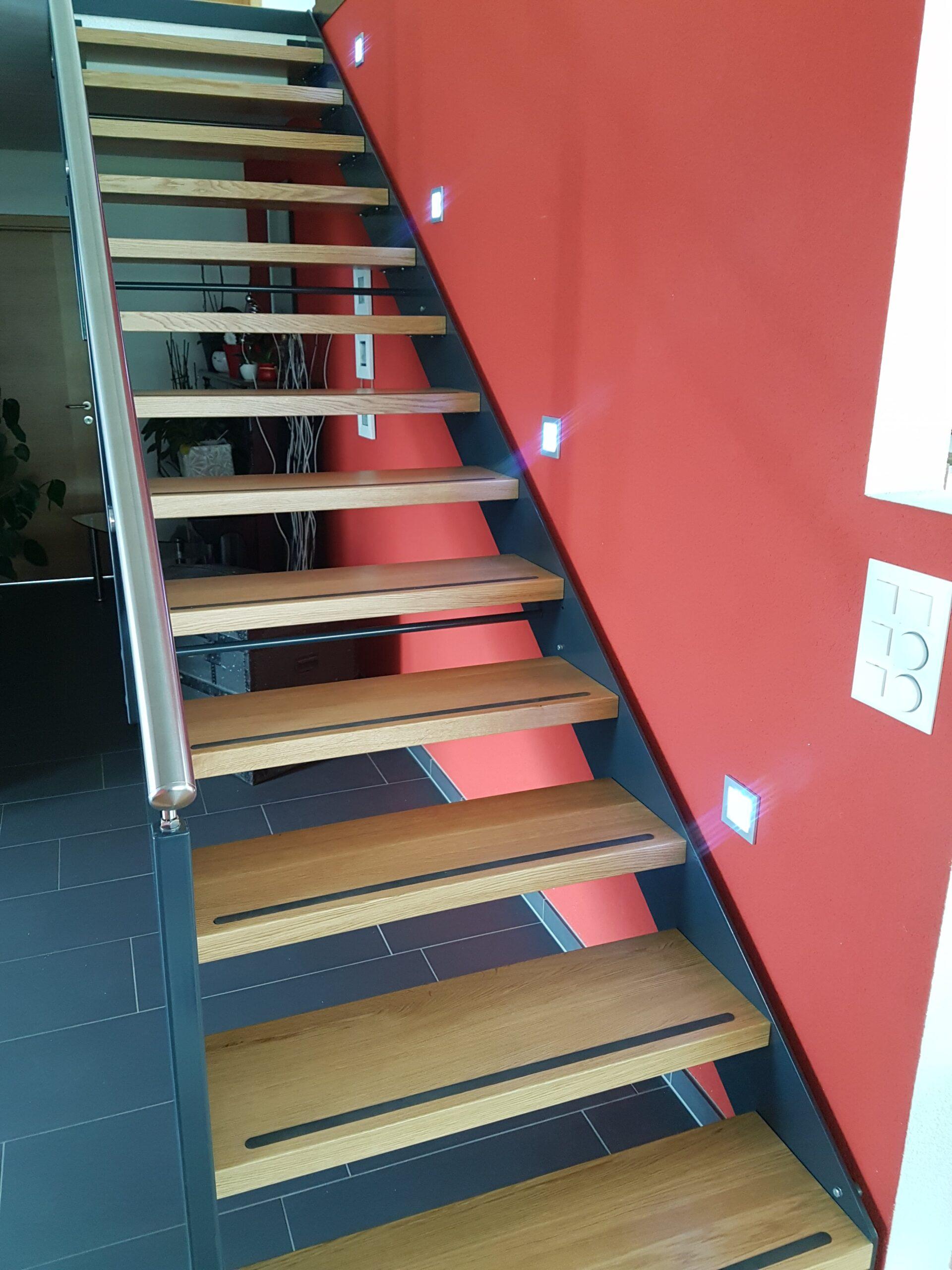 Wooddesign_Treppen_Teppengeländer_Holztreppen_Treppenverkleidung_Stahltreppe mit Holztritte Glasgeländer (3)-min