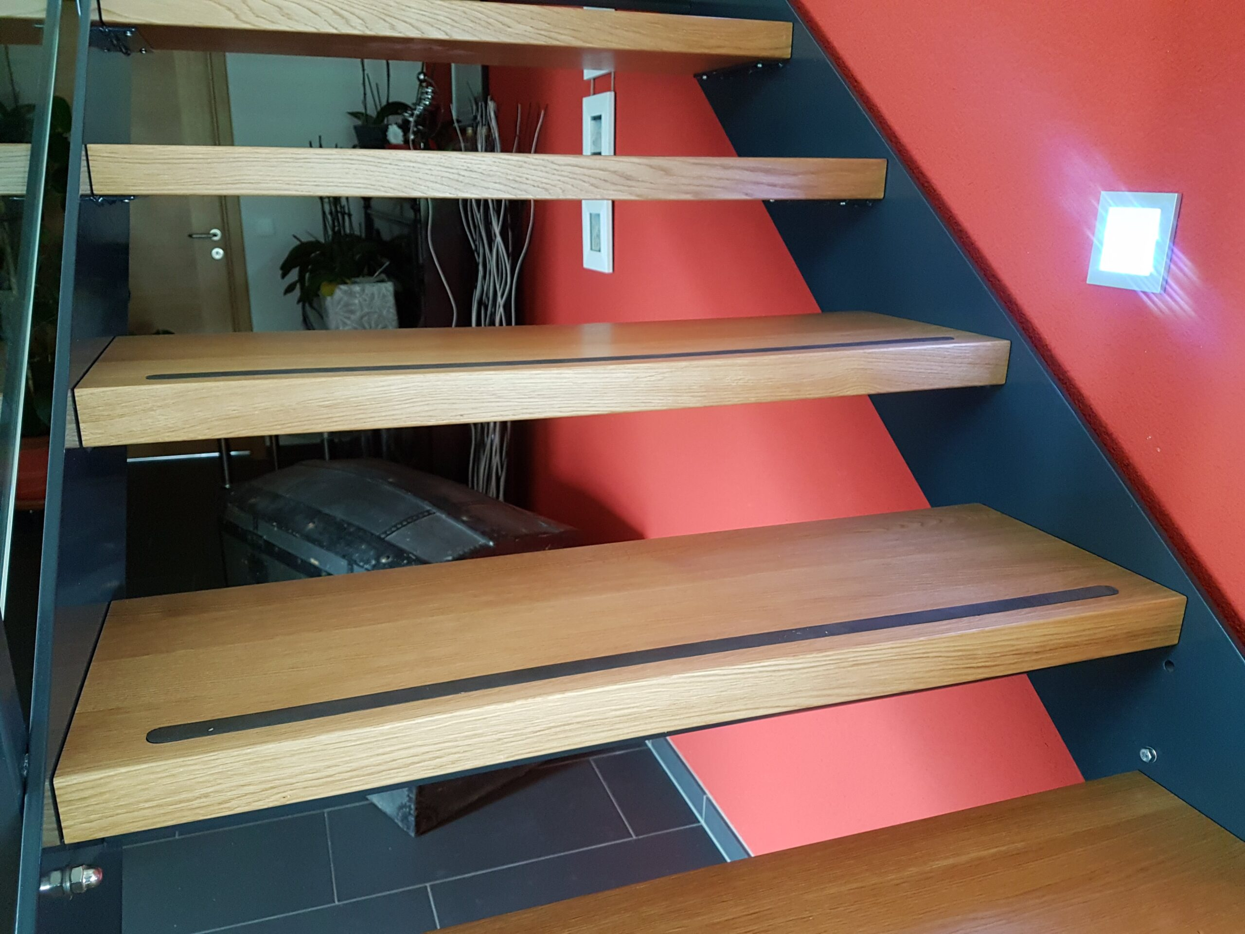 Wooddesign_Treppen_Teppengeländer_Holztreppen_Treppenverkleidung_Stahltreppe mit Holztritte Glasgeländer (4)-min