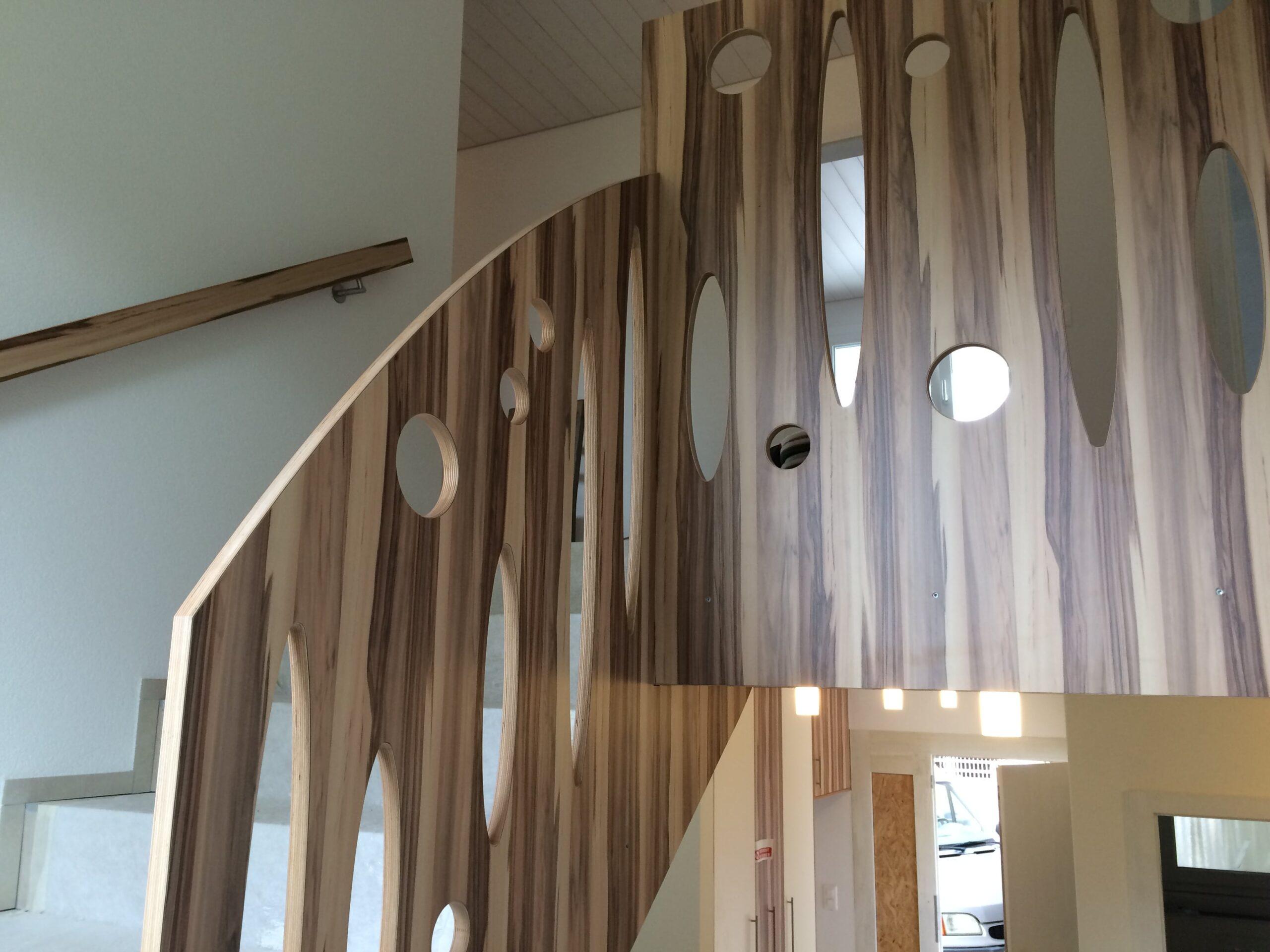 Wooddesign_Treppen_Teppengeländer__Treppenverkleidung_ovale runde Löcher (1)-min