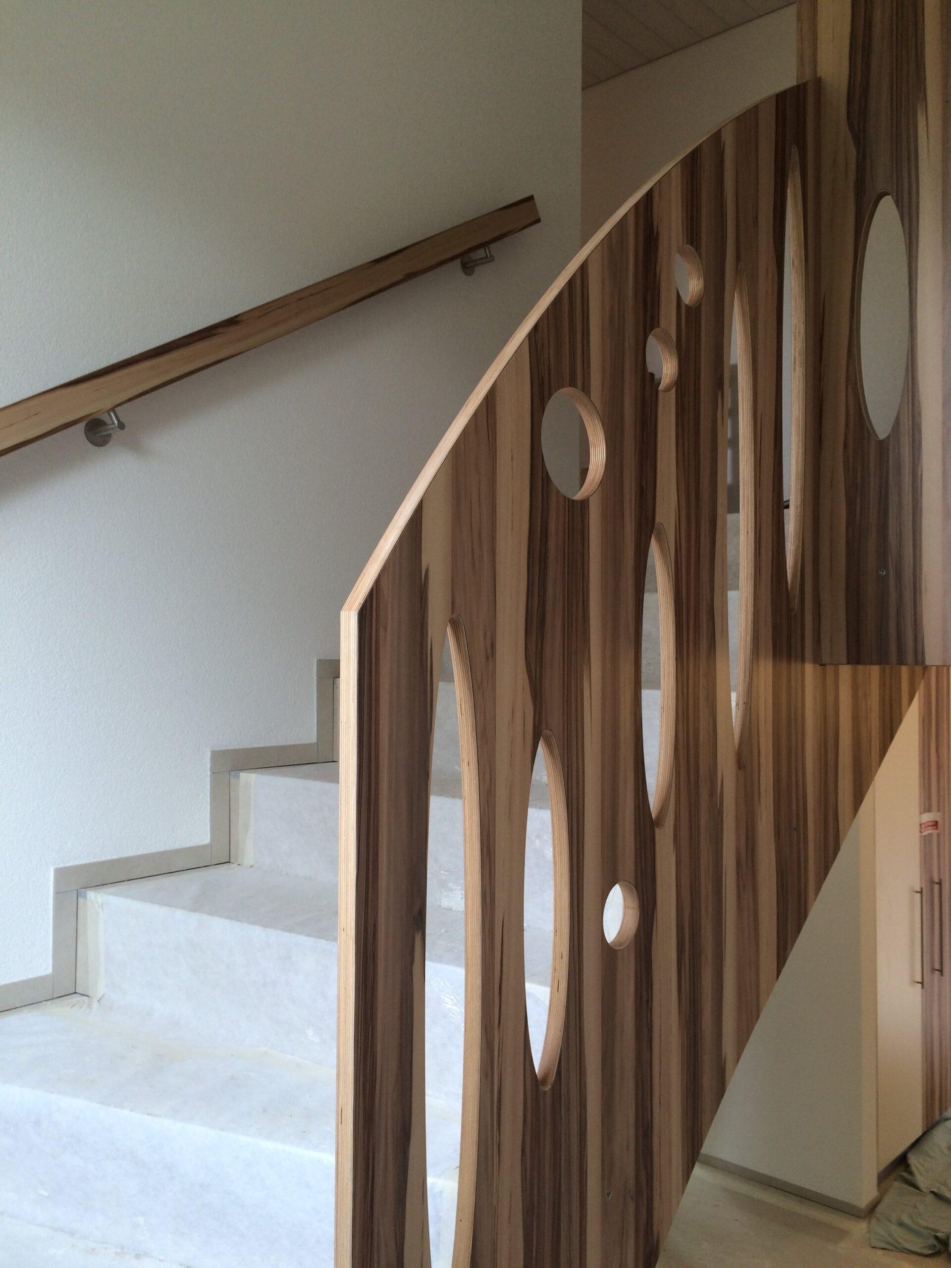 Wooddesign_Treppen_Teppengeländer__Treppenverkleidung_ovale runde Löcher (2)-min