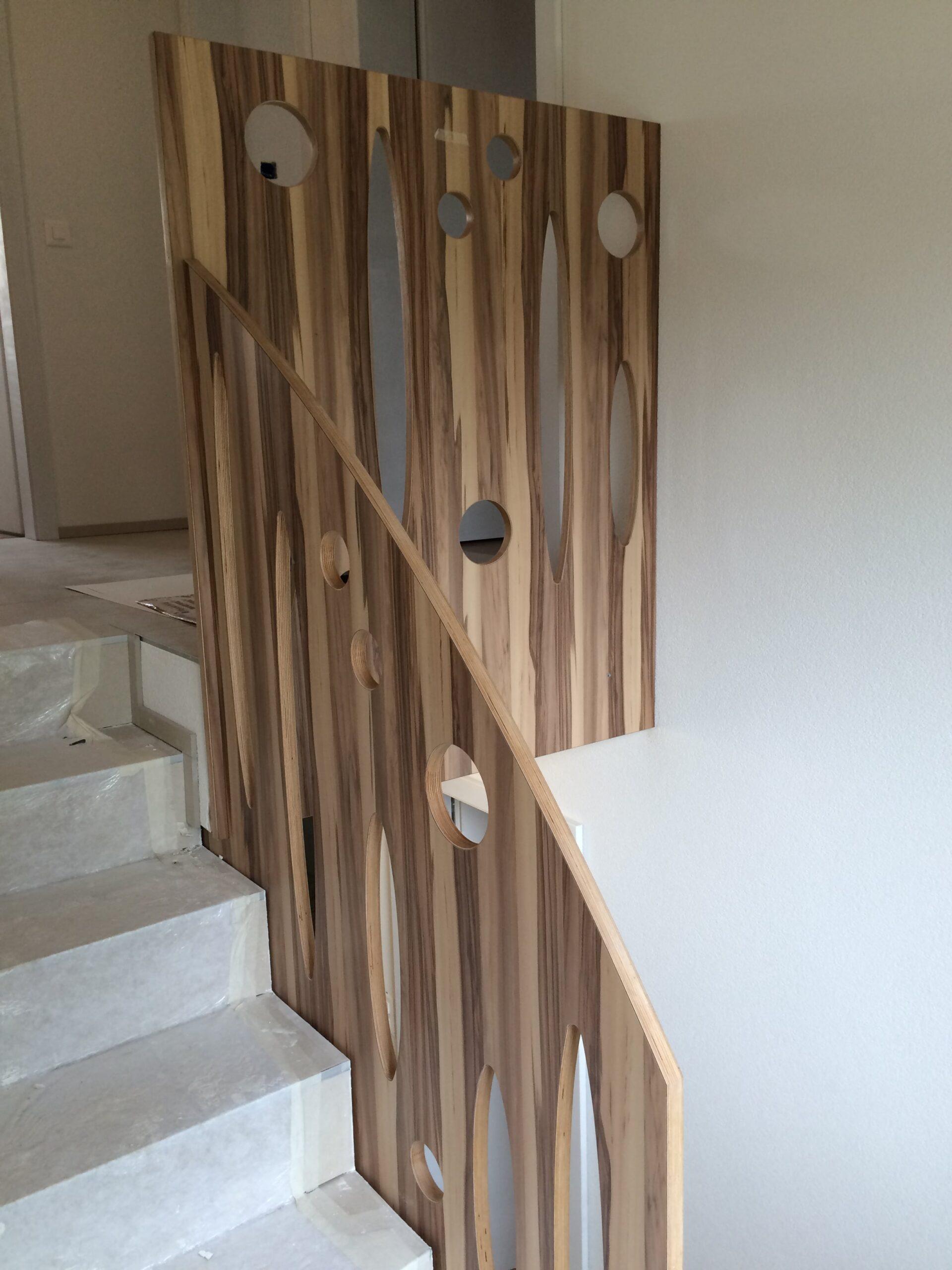 Wooddesign_Treppen_Teppengeländer__Treppenverkleidung_ovale runde Löcher (3)-min