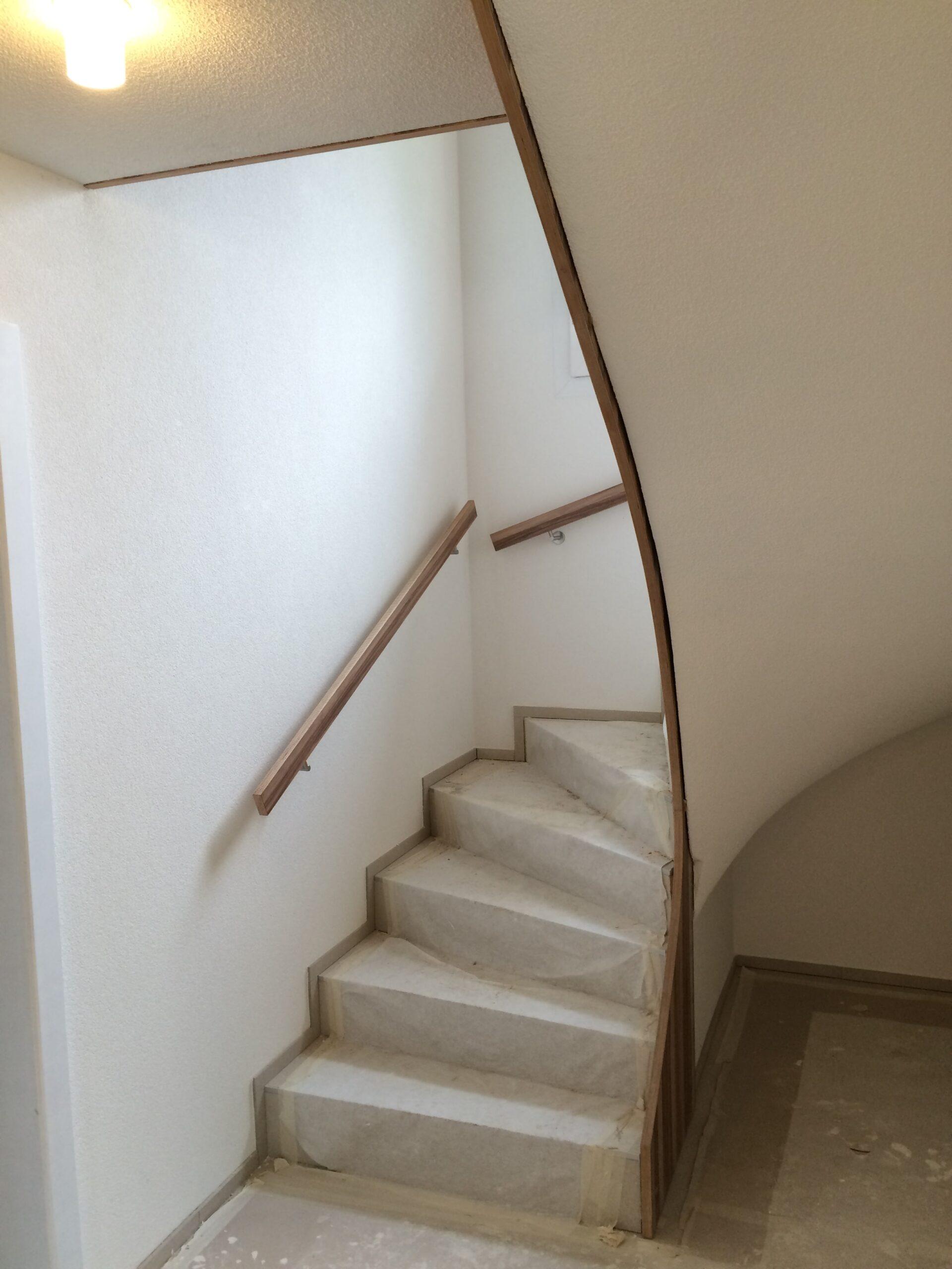Wooddesign_Treppen_Teppengeländer__Treppenverkleidung_ovale runde Löcher (7)-min