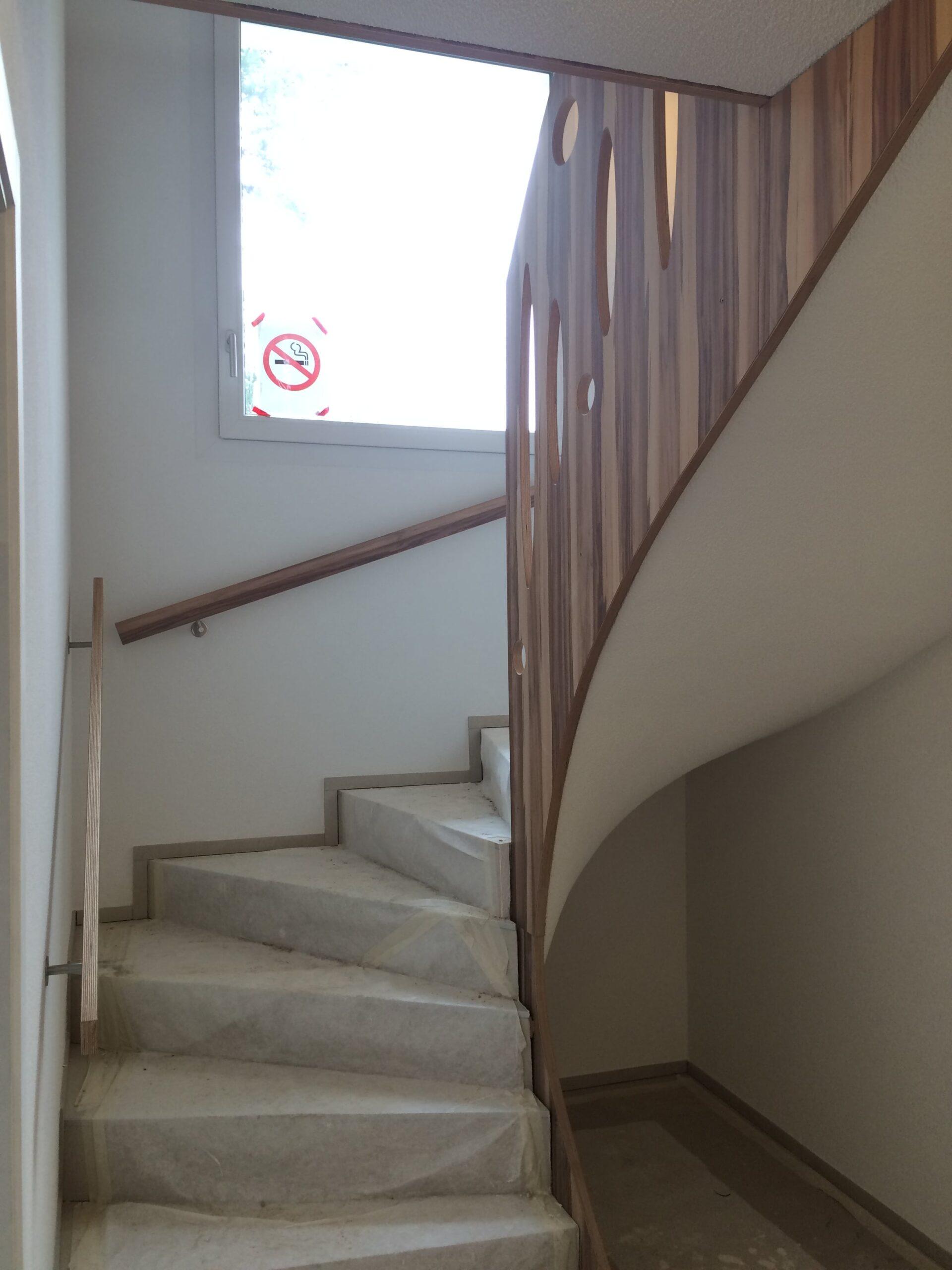 Wooddesign_Treppen_Teppengeländer__Treppenverkleidung_ovale runde Löcher (8)-min