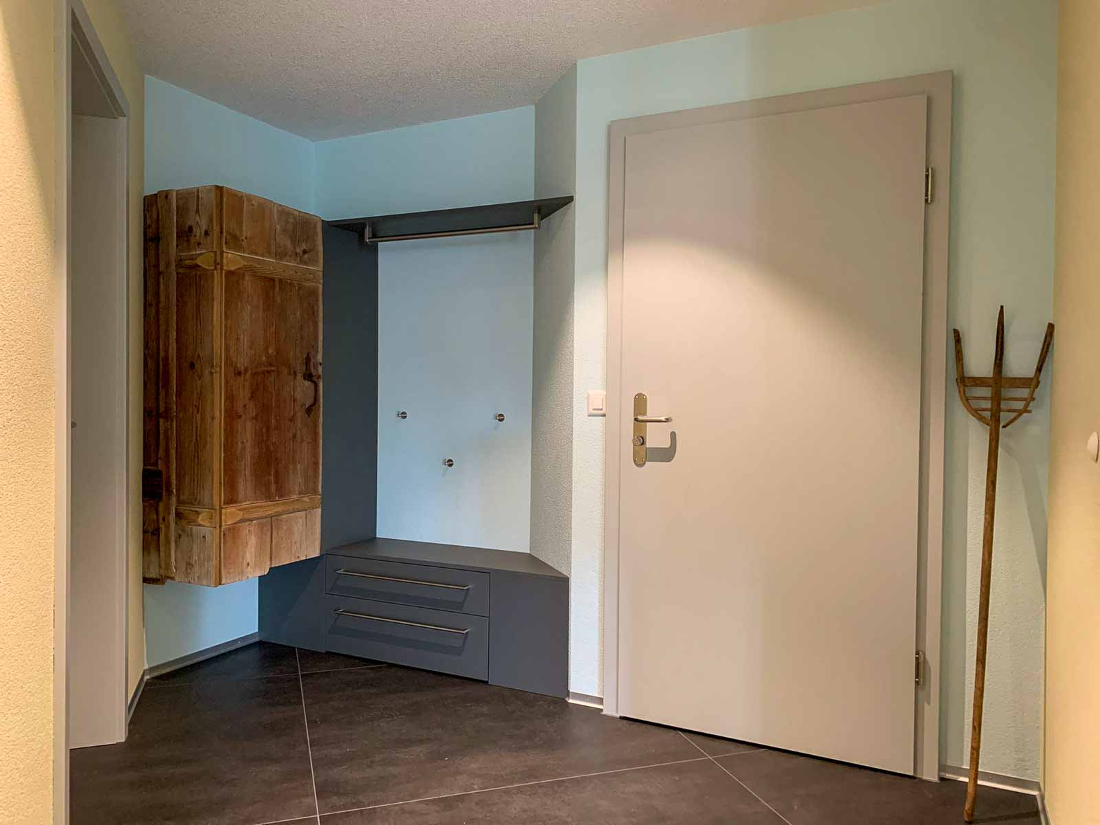 Woodddesign_Holzdesign_Altholz_Garderobe_modern_rustikal_gebürstet_Gästegarderobe (3)