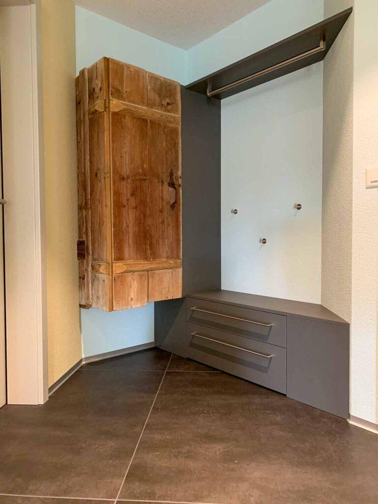 Woodddesign_Holzdesign_Altholz_Garderobe_modern_rustikal_gebürstet_Gästegarderobe (8)