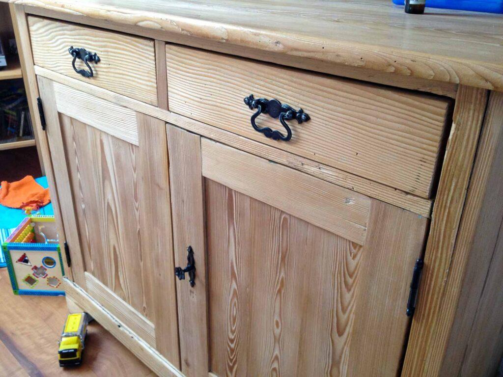 Wooddesign_Holzdesign_Altholz_Bauernschrank_Geschirrschrank_Vitrine_restauriert_alter Schrank (2)