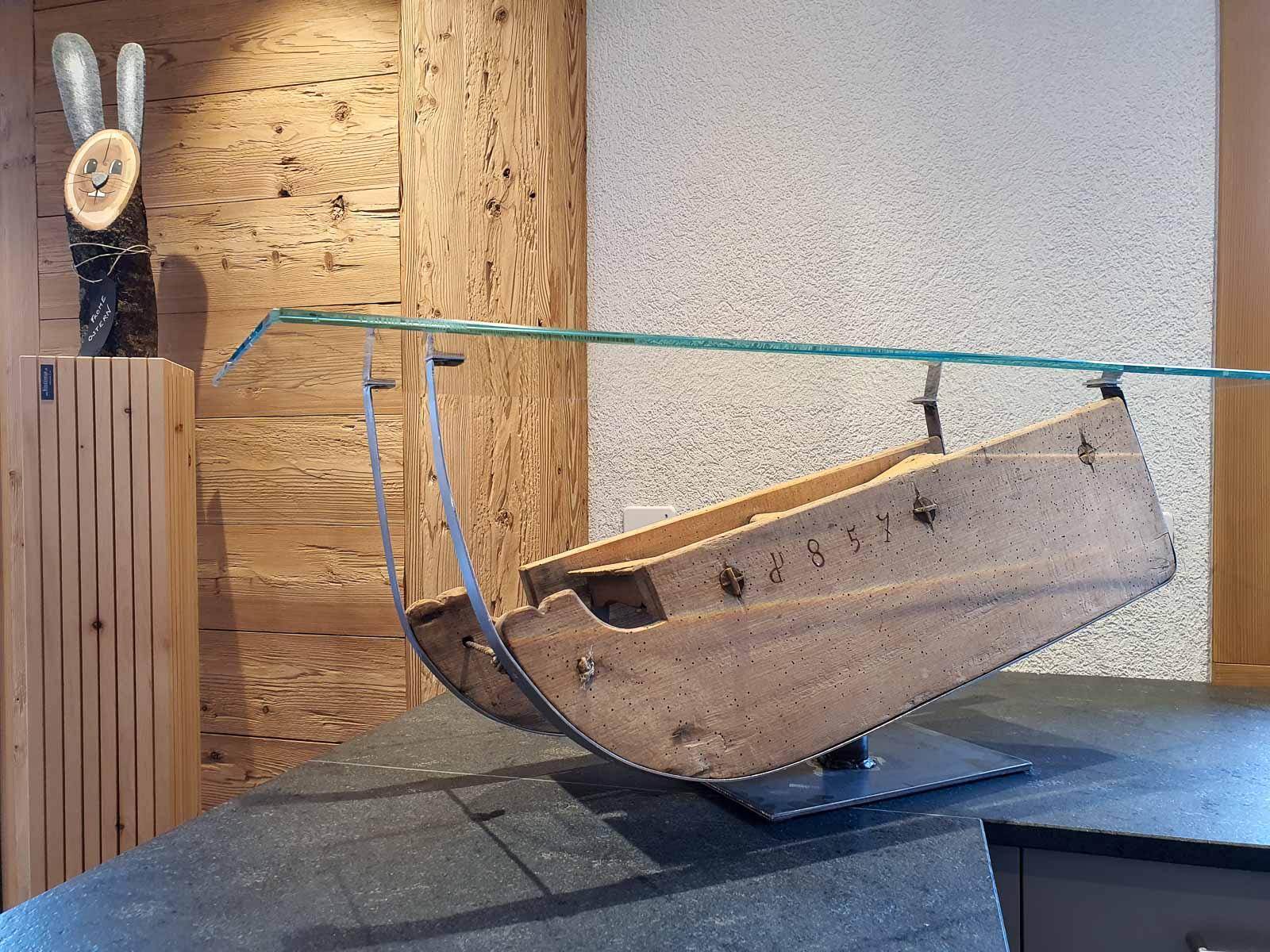 Wooddesign_Holzdesign_Altholz_Schlitten_Salontisch_Glastisch_Schwarzstahl_Holzschlitten (2)