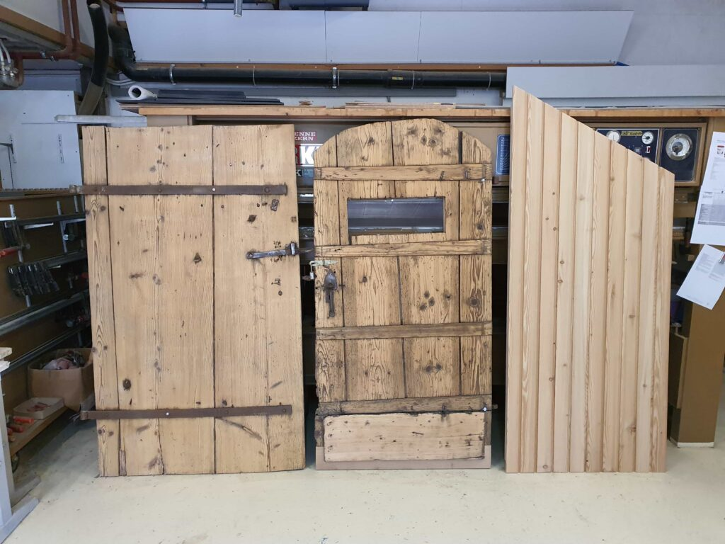 Wooddesign_Holzdesign_Altholz_restaurieren_Altholz gebürstet_Türen (1)-min