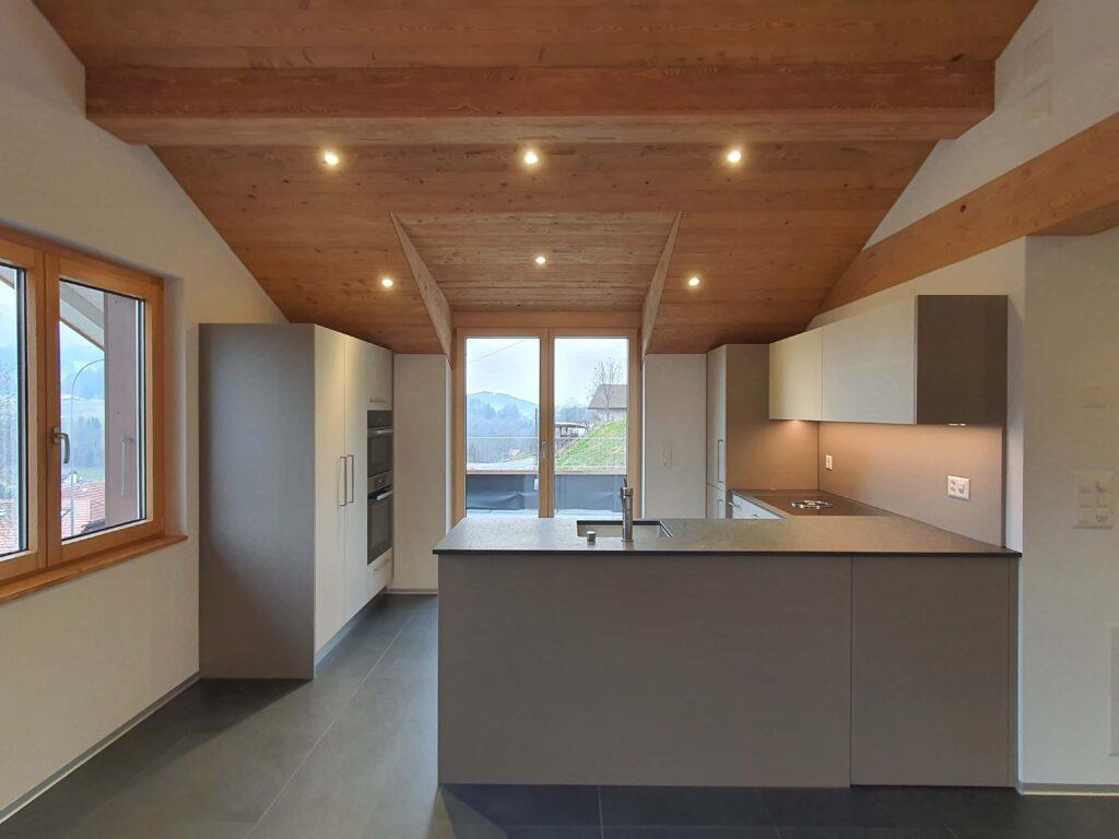 Wooddesign_Holzdesign_Altholz_rustikal_modern Holzdecke_Balkenverkleidung_Wandverkleidung_Wohnungumbau_Ausbau Wohnung (1)-min