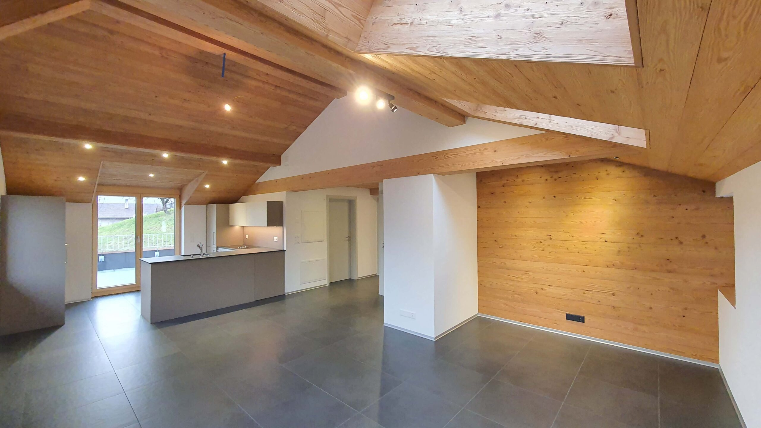 Wooddesign_Holzdesign_Altholz_rustikal_modern Holzdecke_Balkenverkleidung_Wandverkleidung_Wohnungumbau_Ausbau Wohnung (3)-min