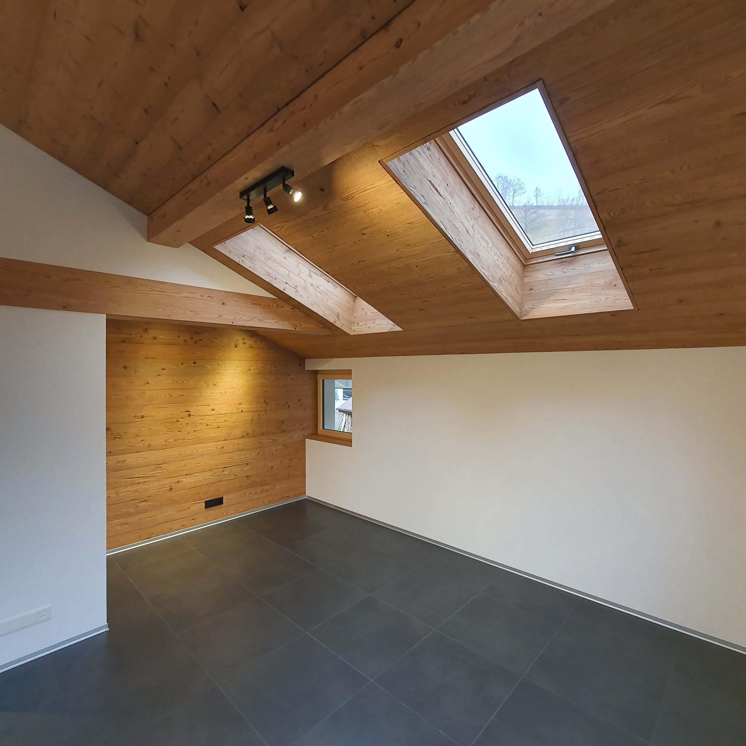Wooddesign_Holzdesign_Altholz_rustikal_modern Holzdecke_Balkenverkleidung_Wandverkleidung_Wohnungumbau_Ausbau Wohnung (5)-min