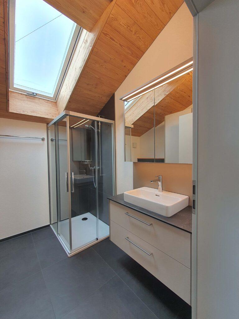 Wooddesign_Holzdesign_Altholz_rustikal_modern Holzdecke_Balkenverkleidung_Wandverkleidung_Wohnungumbau_Ausbau Wohnung (7)-min