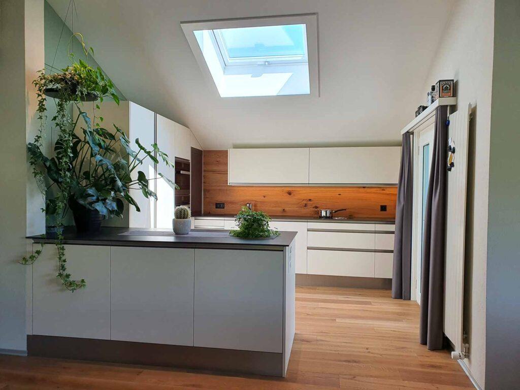 Wooddesign_Holzdesign_Altholz_rustikal_modern Rückwand aus Altholz bei Küche_Eiche Altholz (1)