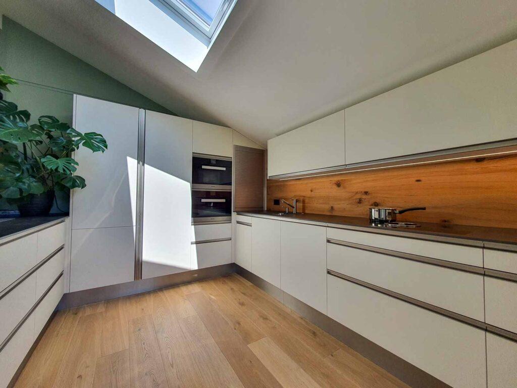 Wooddesign_Holzdesign_Altholz_rustikal_modern Rückwand aus Altholz bei Küche_Eiche Altholz (2)