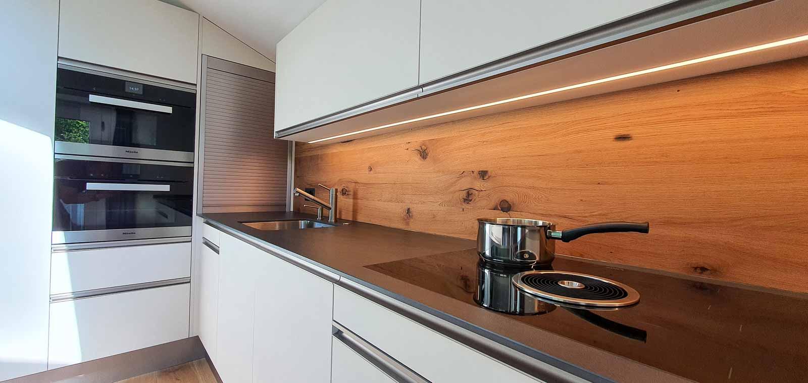 Wooddesign_Holzdesign_Altholz_rustikal_modern Rückwand aus Altholz bei Küche_Eiche Altholz (3)