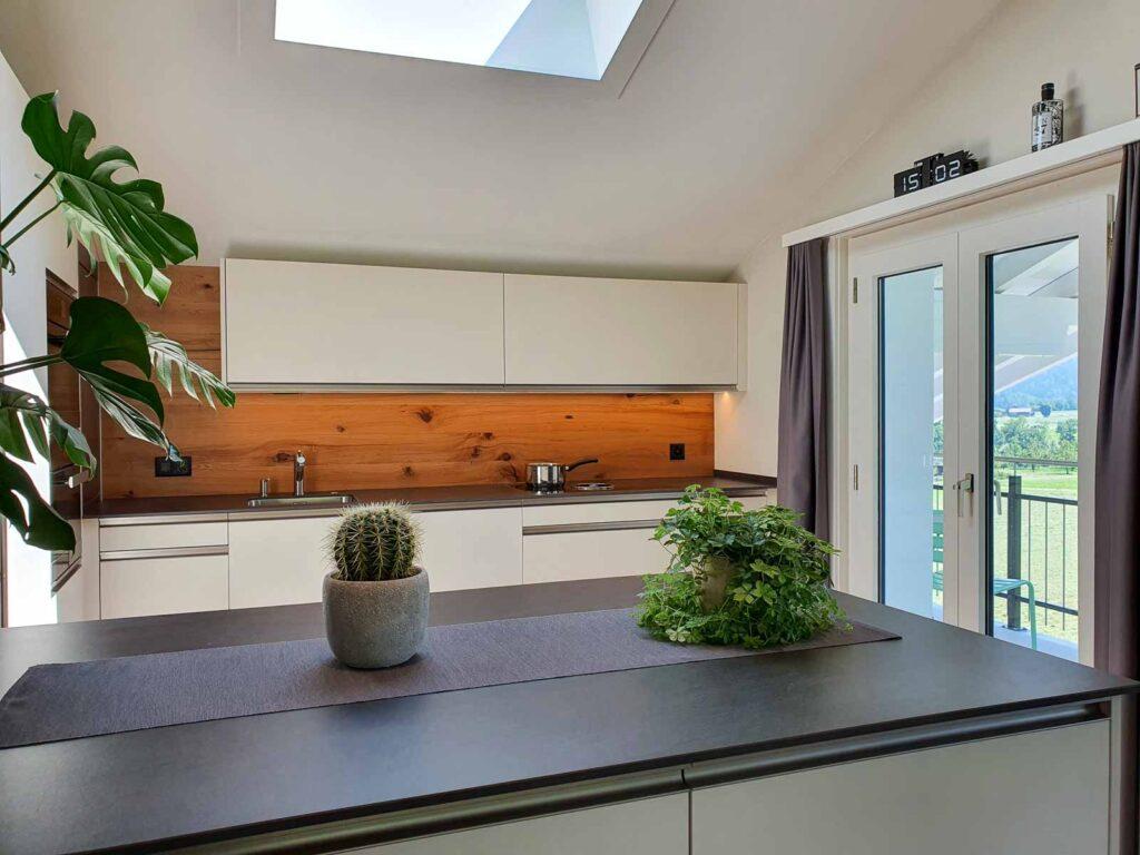 Wooddesign_Holzdesign_Altholz_rustikal_modern Rückwand aus Altholz bei Küche_Eiche Altholz (4)