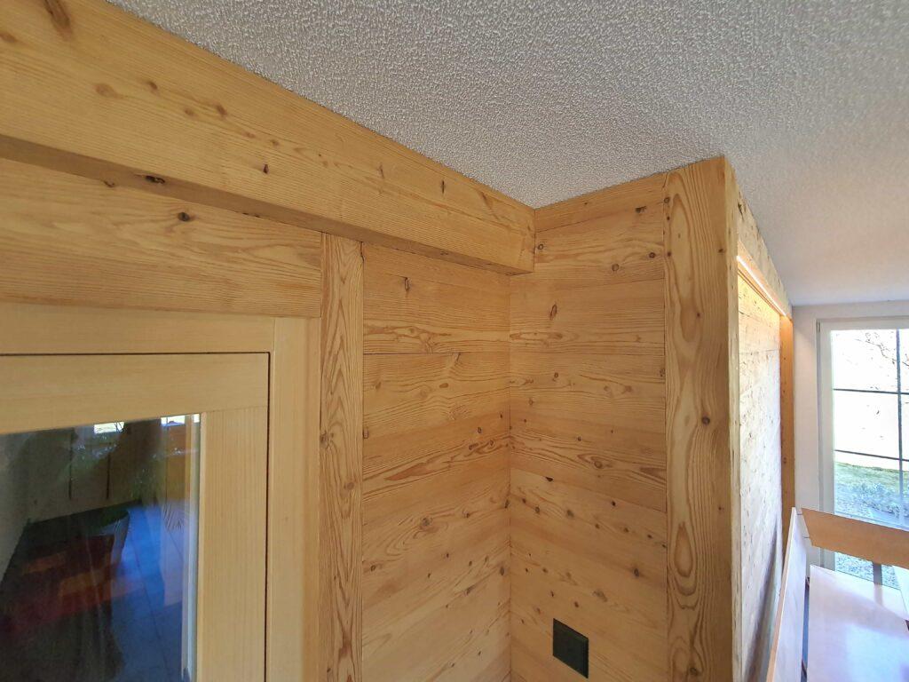 Wooddesign_Holzdesign_Altholz_rustikal_modern _Wandverkleidung_LED-Beleuchtung_Raumtrenner_Essbereich (4)-min