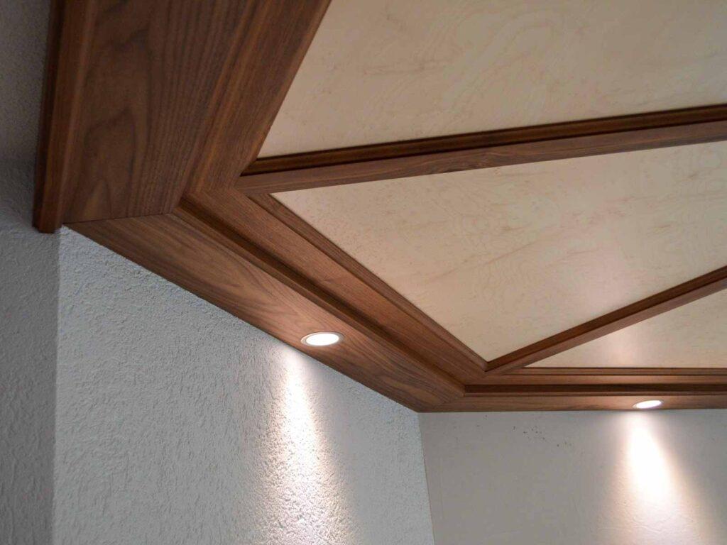 Wooddesign_Holzdesign_Decke_Massivholdecke_Holzfüllungen-LED-Beleuchtung (2)