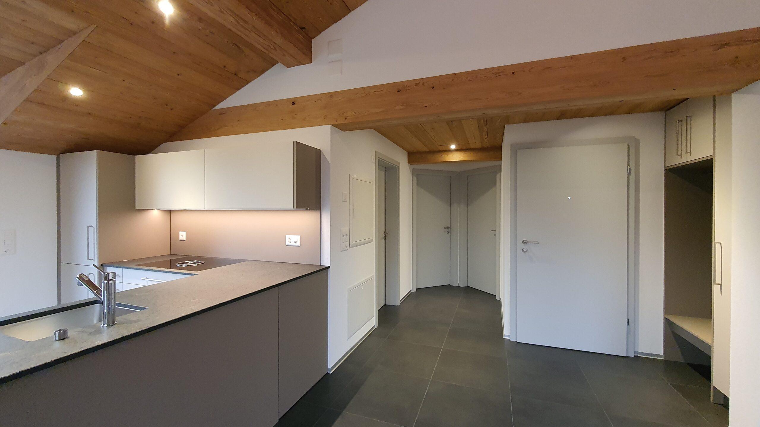 Wooddesign_Holzdesign_Innenausbau_ Umbau_Altholz_rustikal_modern Holzdecke_Balkenverkleidung_Wandverkleidung_Wohnungumbau_Ausbau Wohnung (4)-min