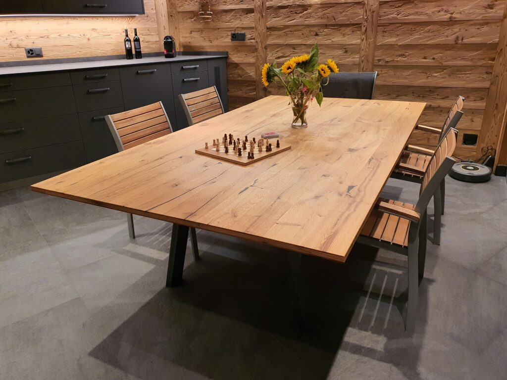 Wooddesign_Holzdesign_Pergola_Outdoor-Küche_Altholz_modern_rustikal_Pizzaofen_Steinwand_LED-Beleuchtung_Outdoor-Sessel_Esstisch (5)